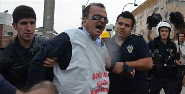 İşçilerin zincirli eylemine polis müdahalesi: 15 gözaltı