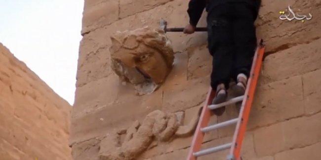 IŞİD, antik kent Hatra'yı yıktığını gösteren video yayınladı