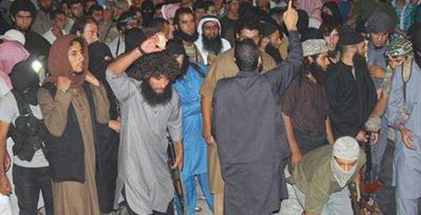 IŞİD bir kadını taşlayarak öldürdü