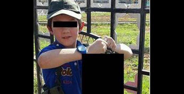 IŞİD militanı vahşetini paylaştı; Oğluna kesik başla poz verdirdi!
