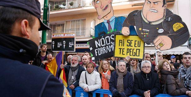 İspanya'da monarşi karşıtları ayakta