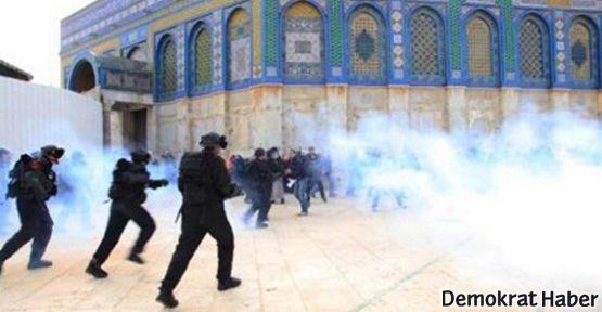 İsrail Mescid-i Aksa'yı bastı: 3 yaralı