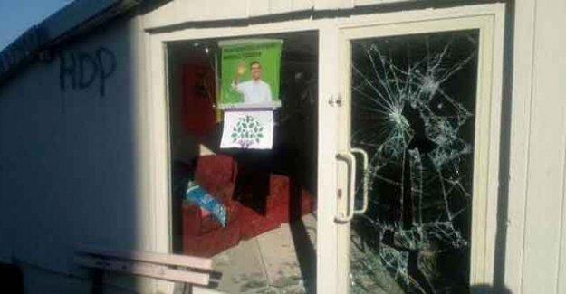 İstanbul'da HDP bürosuna saldırı