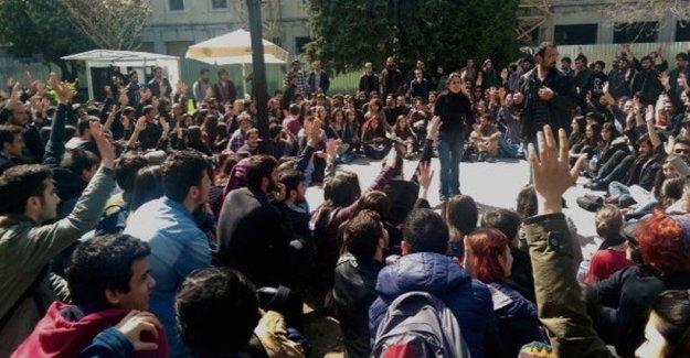İstanbul Üniversitesi öğrencileri: Mahmut Ak rektörümüz değil