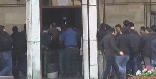 İstanbul Üniversitesi'nde IŞİD karşıtı öğrenciler gözaltına alındı