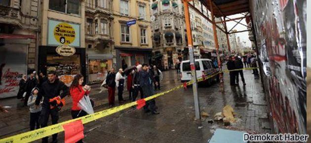 İstiklal Caddesi'nde başına tuğla düştü