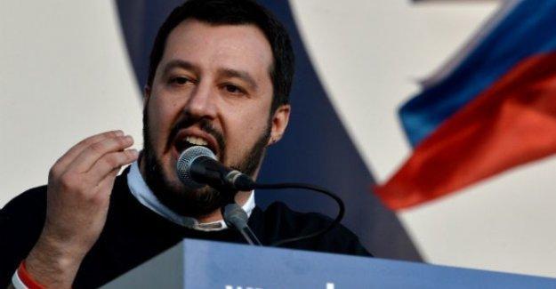 İtalyan lider: 'Roman kampları yerle bir edilsin'