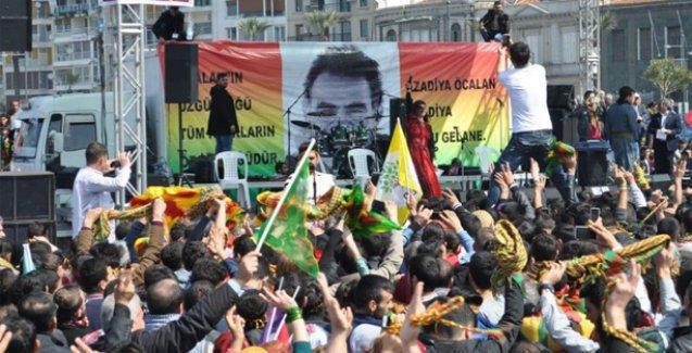 İzmir Gündoğdu'da ilk Newroz kutlamasına 40.000 kişi katıldı