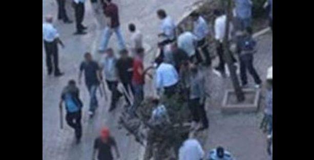 İzmir'de Demirtaş'ın seçim standına saldırı!