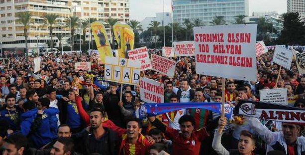 İzmir'de futbol  taraftarları ayaklandı: Saraya değil, stada yatırım yapın