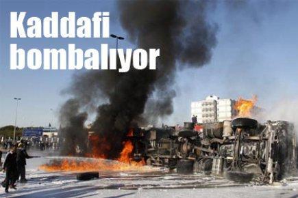 Kaddafi bombalıyor