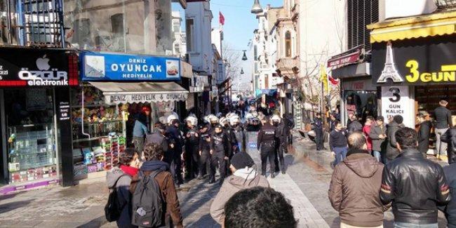 Kadıköy'de ırkçılık karşıtı standa polis ve ırkçı gruplardan saldırı