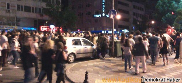 Kadıköy'de halk sokaklara döküldü