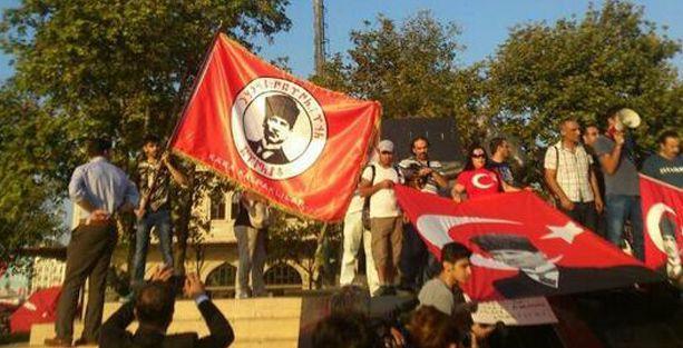 Kadıköy'de SDP ve HDK'lilere saldırı