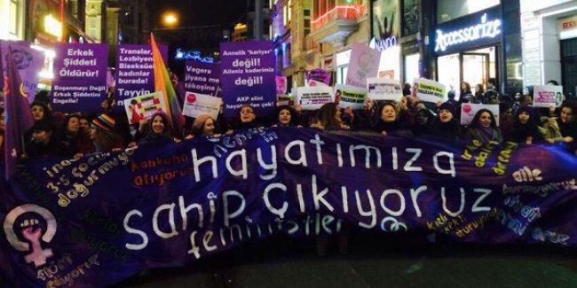 Kadınlar 13'üncü kez Feminist Gece Yürüyüşü düzenledi: 'Yasta değil, isyandayız!'