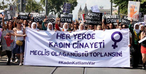 Kadınlar erkek şiddetine karşı isyanda!