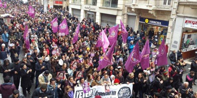 Kadınlar Özgecan için Taksim'de yürüdü: 'Kinimiz büyük!'