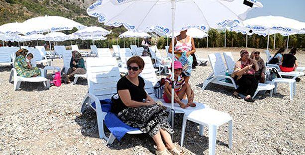 Kadınlar plajında 'üstsüz güneşlenme' tartışması!