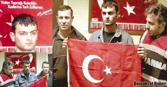 Katille bayraklı poz verene beraat bozuldu