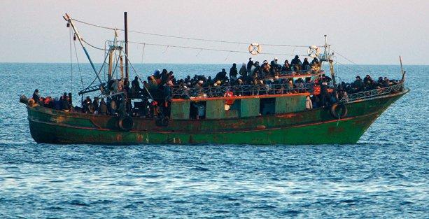 Kıbrıs açıklarında 300 mülteci denizde mahsur kaldı