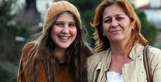 'Kırmızı fularlı kızın annesi': AKP yaşattığı acıların bedelini ödüyor