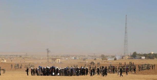 Kobani sınırında bekleyen halka polis ve asker saldırısı