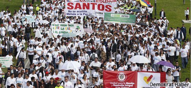 Kolombiya'da onbilerce kişi barış için yürüdü