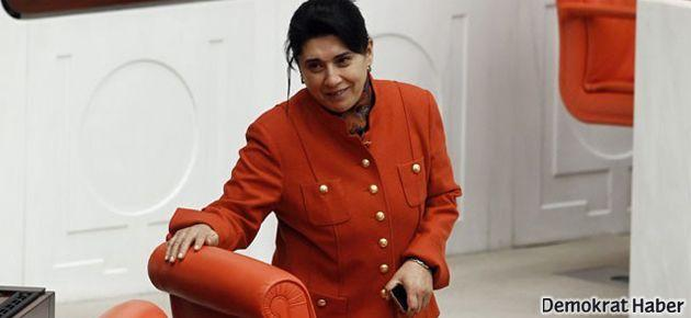 Leyla Zana pantolon yasağını deldi