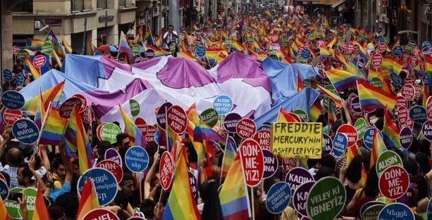 LGBTİ Onur Yürüyüşü binlerce kişinin katılımıyla başladı