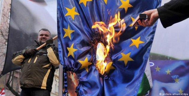 Macaristan'da aşırı sağ güçleniyor