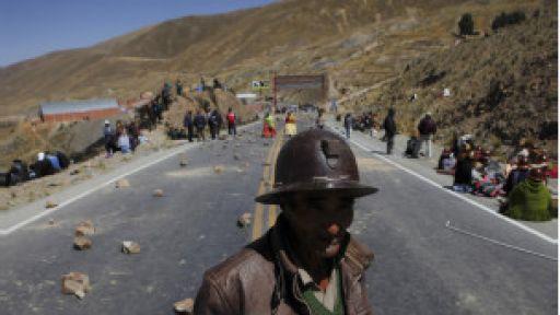 Madenciler yolları kapattı