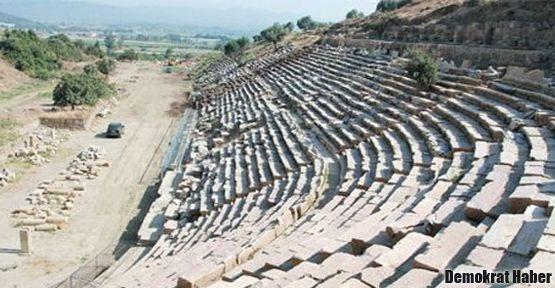 Magnesia Antik Kenti stadyumu ortaya çıkarıldı
