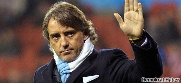 Mancini canlı yayında 3 futbolcusuna kapıyı gösterdi
