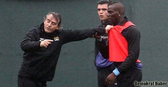 Mancini ile Balotelli birbirine girdi