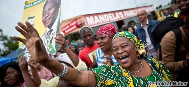 Mandela'ya dans, dua ve şarkılı veda