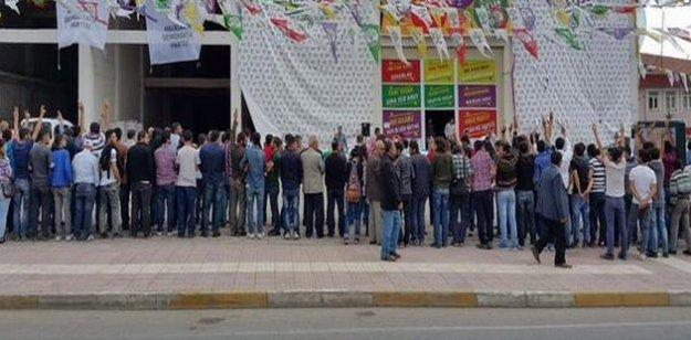 Mardin'de Erdoğan protestosu: Sırtlarını döndüler