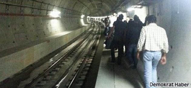 Marmaray yine arızalandı, yolcular mahsur kaldı