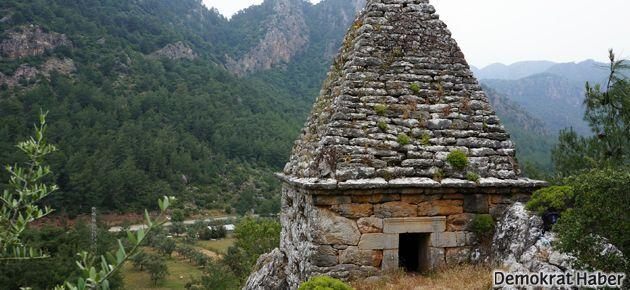 Marmaris'teki türbe piramit mezar çıktı