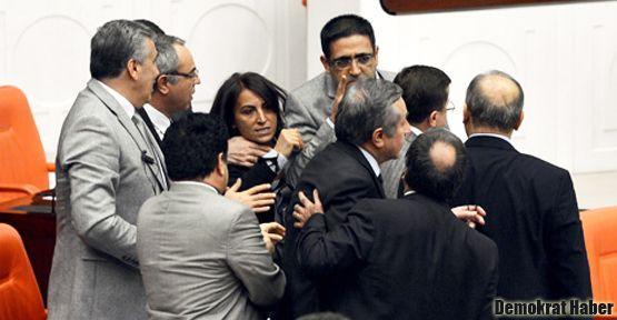 Mecliste 'anadilde savunma' görüşmelerinde gerginlik