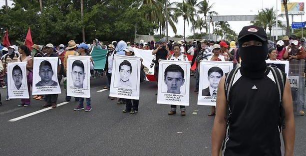 Meksika'da 43 öğrencinin katledilmesini protesto için havaalanı işgal edildi