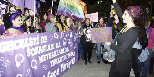 Mersin'de kadınlardan rengarenk Feminist Gece Yürüyüşü