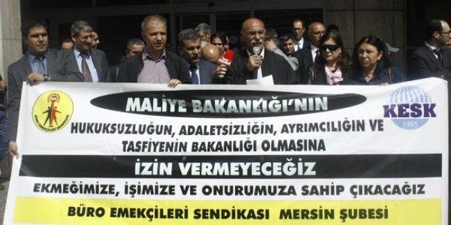 Mersin'de maliye emekçileri hükümet politikalarını protesto etti, taleplerini sıraladı