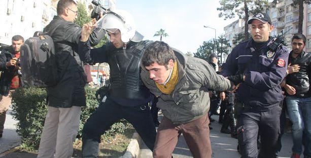 Mersin'de Davutoğlu'nu protesto eden 20 kişi gözaltına alındı
