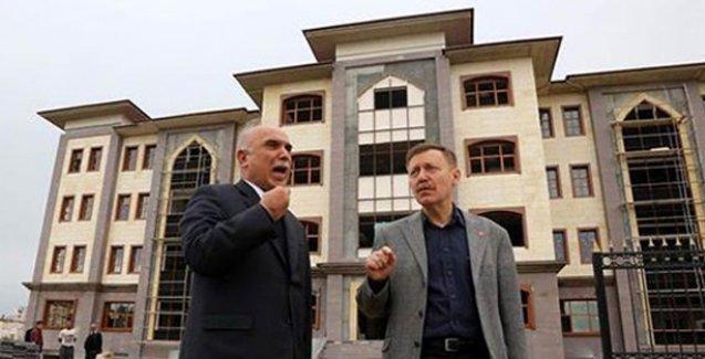 Mersin'de 'saray' tartışması: Fakir ilçeye 'zengin' mimari