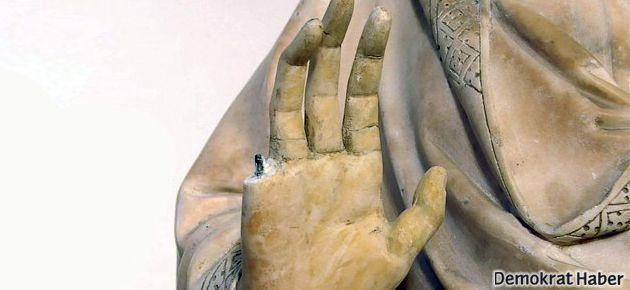 Meryem Ana heykelinin parmağını kopardı