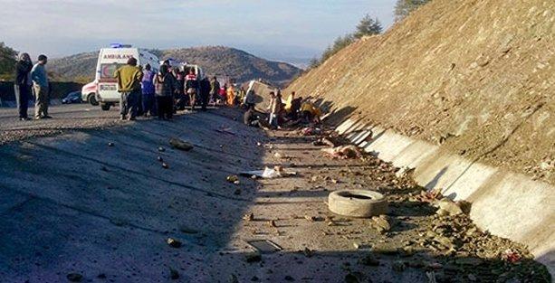 Mevsimlik işçileri taşıyan minibüs kaza yaptı: 16 ölü!