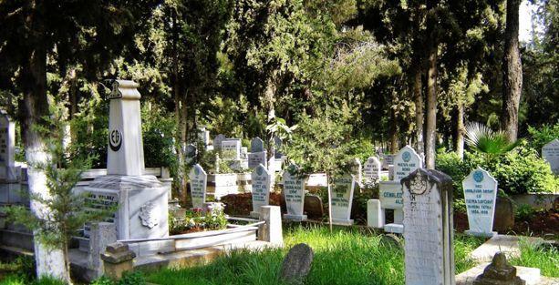Mezarlıkta check-in furyası