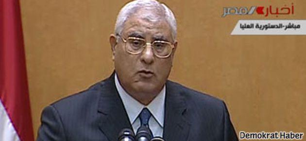 Mısır'da geçici cumhurbaşkanı yemin etti