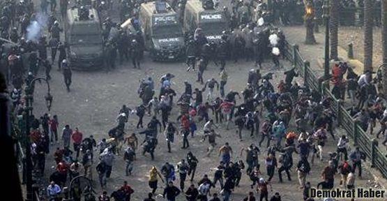 Mısır'da Mursi'ye tepkiler devam ediyor