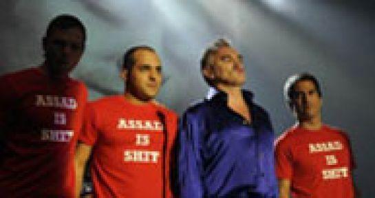Morrisey konserinde küfürlü Esad mesajı